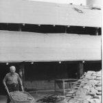 Hipolit Trojanowski pracujący w Cegielni Trojanowscy Manufakturze cegieł i kształtek ręcznie fromwanych