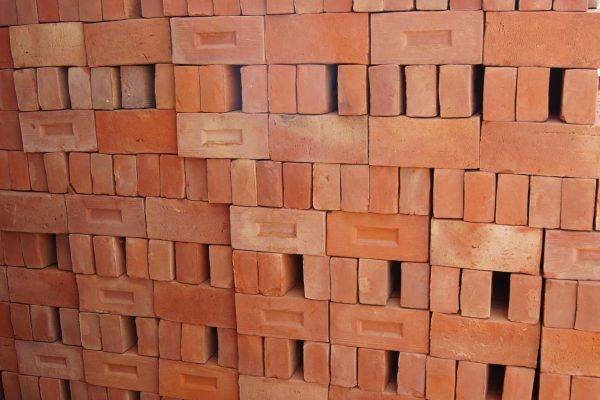 Cegła licowa pełna palona ręcznie produkowana w manufakturze cegieł Cegielnia Trojanowscy