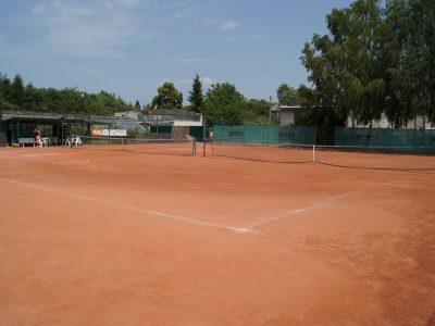 Kort tenisowy mączka ceglana z glinką realizacja Warszawa