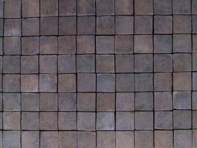 Chodnik ceglany płytka ceglana podłogowa czarna kostka kolor czarny realizacja Kraków