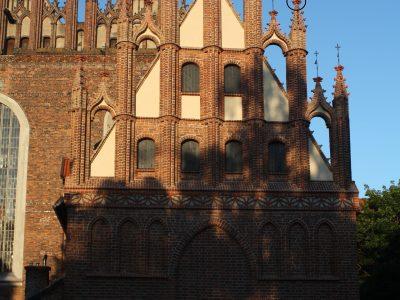 Gdańsk Kościół Świętej Trójcy cegła ręcznie formowana kwiaton artystyczny