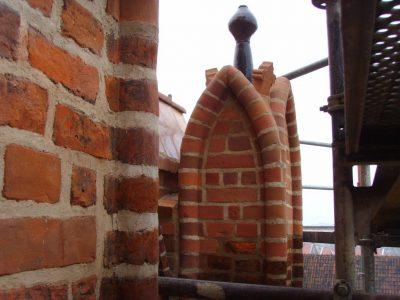 backstein renovierte kirche in danzig polen handgemachte ziegelstein ziegelei trojanowscy