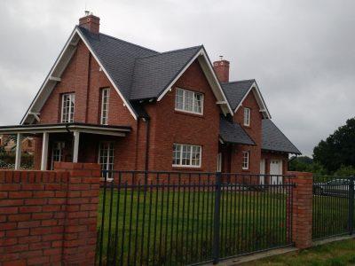 Ziegel Fassade die Haus und Rot Fliese Hand geformte Herstellung Trojanowscy Krasnik Polen