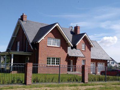 Ziegelstein rot auf der Haus Hand geformt Produzent Herstellung Ziegel Fabrik Trojanowscy krasnik polen