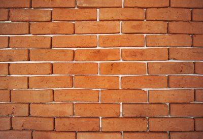 alt flach auf einer Mauer Ziegelfassade Orange