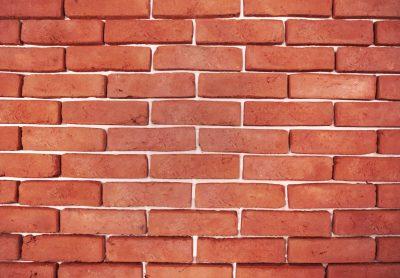 alt flach auf einer Mauer Ziegelfassade rot