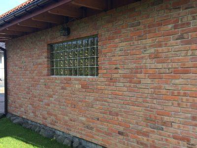 Haus mit Ziegel Hand produzierte Herstellung Ziegelei