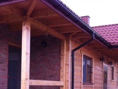 dom z cegły ręcznie formowanej