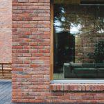 Alte Ziegelsteine auf dem Haus des Produzenten Ziegelei Trojanowscy